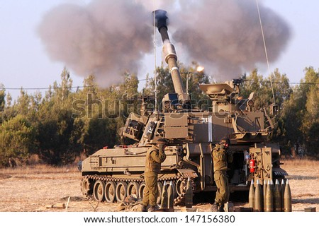NACHAL OZ , ISR - JULY 01:Israeli artillery M109 howitzer on July 1 2006.During 2006 Lebanon War the Israeli Artillery Corps was second only to the Israeli Air Force in the firepower it expended. - stock photo