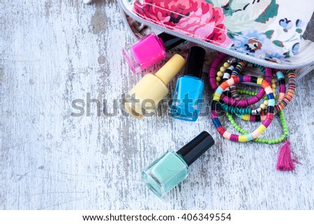 nail polish and bracelets for summer