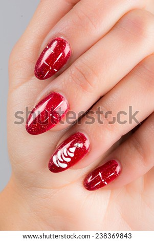 nails painted with the colors of Christmas