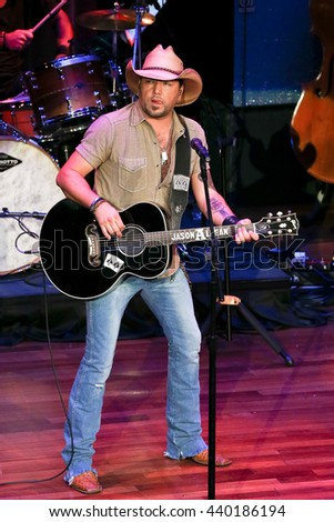 NASHVILLE, TN-SEP 1: Jason Aldean performs onstage during the 9th Annual ACM Honors at the Ryman Auditorium on September 1, 2015 in Nashville, Tennessee.