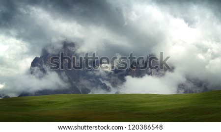Nature wallpaper with mountains and clouds | Foggy day