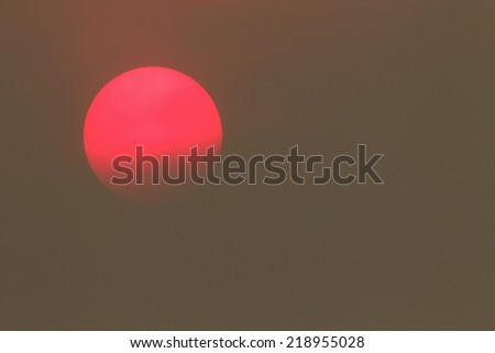 NEON SUN surrounded by smoke from forest fire - NOT PHOTO SHOPPED Carlton Complex wild fire - Washington State's largest fire ever!   Smoke so thick it was too dangerous for emergency aircraft to fly - stock photo
