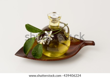 Neroli: Essential oil from the steam distillation from the flowers of the orange trees: depression disinfectant antispasmodic. , Bactericidal Aids digestion Deodorant and wound healing