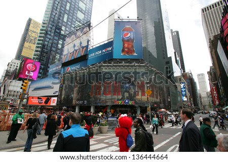 NEW YORK CITY - APRIL 19: People crows in front of the Toys R Us store in Times Square in New York City, on Friday, April 19, 2013.