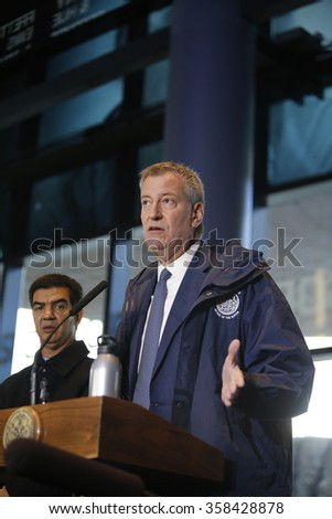 NEW YORK CITY - JANUARY 4 2015: Mayor de Blasio & senator Schumer greeted morning commuters with new benefits available to lower the cost of public transportation.