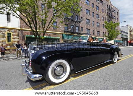 NEW YORK CITY - MAY 26 2014: The 146th annual King's County Memorial Day Parade, one of the nation's oldest, honored fallen & living veterans in the streets of Bay Ridge, Brooklyn. Classic Bentley, - stock photo