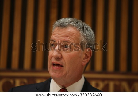 NEW YORK CITY - OCTOBER 21 2015: Mayor de Blasio & commissioner Bratton led a press conference about the killing of officer Randolph Holder by Tyrone Howard. NYC mayor Bill de Blasio - stock photo