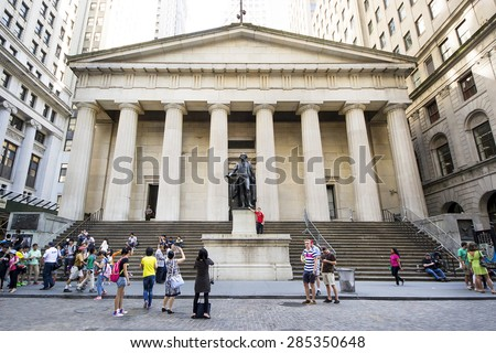 NEW YORK CITY,USA-AUGUST 6,2013:people take pictures of statue of George Washington outside  Federal Hall on Wall Street in New York City