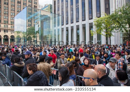 NEW YORK CITY, USA - OCTOBER, 2014: People waiting in line for the iPhone 6 on release day in New York City - stock photo