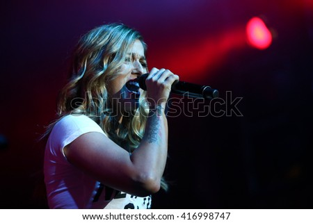 NEW YORK-FEB 25: Singer Cassadee Pope performs onstage at the PlayStation Theater on February 25, 2016 in New York City.