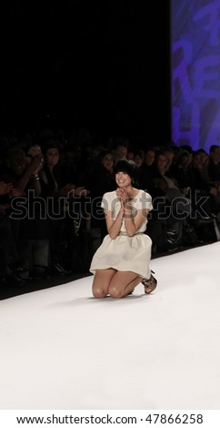 NEW YORK - FEBRUARY 12: Agyness Deyn stumbles on the runway at Naomi Campbell's Fashion For Relief Haiti NYC 2010 Fashion Show during Mercedes-Benz Fashion Week on February 12, 2010 in New York