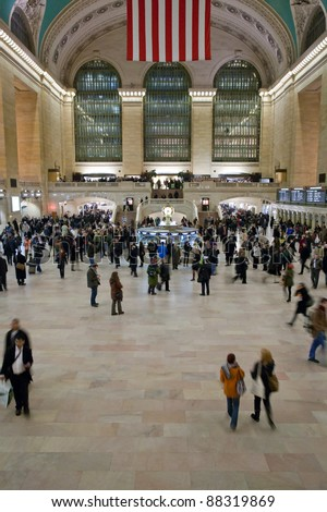 NEW YORK - JANUARY 29: commuters and tourists in grand central station in January 29, 2010 in New York. 750,000 people pass through Grand Central daily and over 1,000,000 people during the holidays. - stock photo
