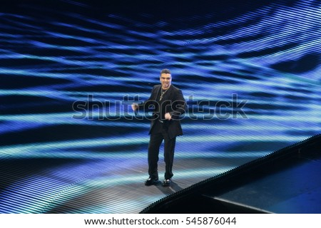 "NEW YORK-JUL 23: Singer George Michael performs in concert during the ""25 Live"" tour on July 23, 2008 at Madison Square Garden in New York City."