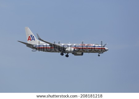 NEW YORK - JULY 8: American Airlines Boeing 737 in New York sky before landing at JFK Airport on July 8, 2014. In 2013 the American Airlines fleet consists of 621 aircraft  - stock photo