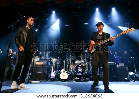 NEW YORK - MAY 21: Actors J.W. Cortes (L) and Gary Sinise perform onstage with the Lt. Dan Band at a benefit concert at the Hard Rock Cafe on May 21, 2015 in New York City.