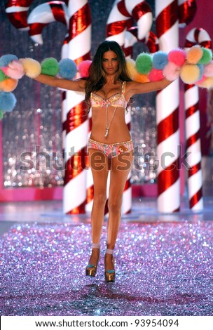 NEW YORK - NOVEMBER 9: Victoria's Secret Fashion model Adriana Lima walks the runway during the 2010 Victoria's Secret Fashion Show on November 9, 2005 at the Lexington Armory in New York City.