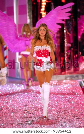 NEW YORK - NOVEMBER 9: Victoria's Secret Fashion model Doutzen Kroes walks the runway during the 2010 Victoria's Secret Fashion Show on November 9, 2005 at the Lexington Armory in New York City.