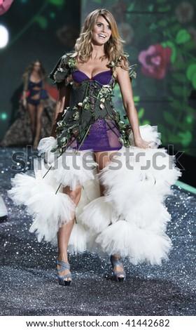 NEW YORK - NOVEMBER 19: Victoria's Secret Fashion Show model Heidi Klum on November 19, 2009 at the Lexington Armory in New York City. - stock photo
