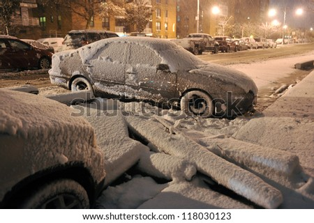 NEW YORK, NY - NOVEMBER 07: Snow falls on demaged cars and streets as a Nor'Easter arrives just ten days after Superstorm Sandy ravaged the tri-state area.  November 7, 2012 in the Brooklyn, NY.
