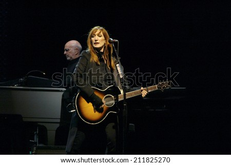 NEW YORK - OCTOBER 4:  Musicians Patti Scialfa and Roy Bittan, of the E -Street Band, perform their last show for the 2002-03 World Tour at Shea Stadium October 4, 2003 in Flushing, New York. - stock photo
