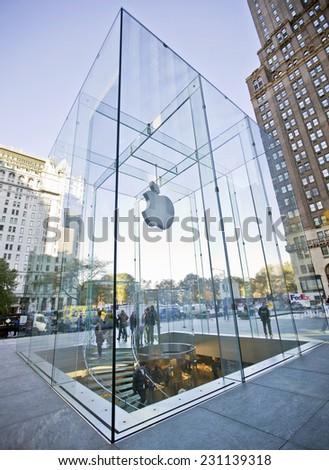NEW YORK, USA - NOVEMBER 13th, 2014: Apple Store cube on 5th Avenue, New York - stock photo