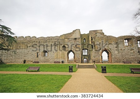 Newark Castle and Gardens, Nottinghamshire, UK. Newark Castle was partly destroyed in 1646 at the end of the English Civil War - stock photo