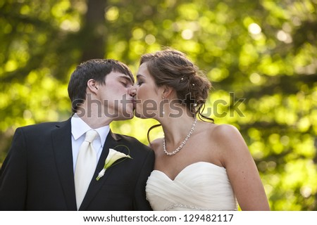 Newlyweds in an outdoor forest setting