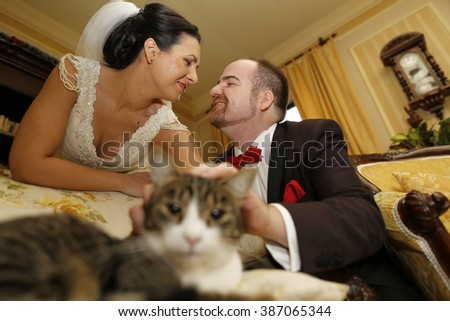 Nice weeding couple with a cat