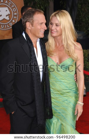 NICOLLETTE SHERIDAN & MICHAEL BOLTON at the 12th Annual Screen Actors Guild Awards at the Shrine Auditorium, Los Angeles. January 29, 2006  Los Angeles, CA  2006 Paul Smith / Featureflash - stock photo