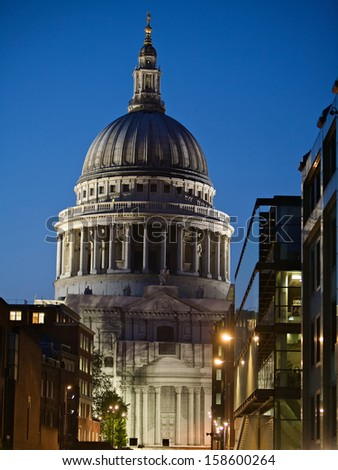 Night photo of St Paul's Cathedral in central London, England