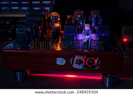 Night pictures of hi fi vacuum tubes amplifier: incandescent filament in a laboratory background - stock photo