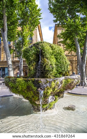 nine cannon fontain in Aix en Provence in daytime with moss