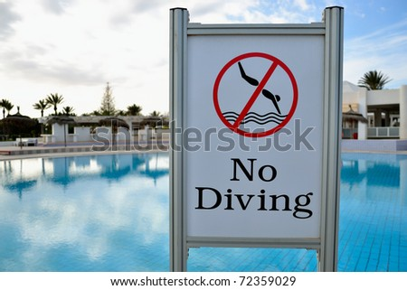 No diving sign at tunisian pool