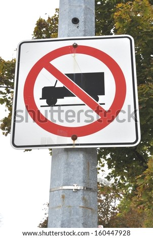No truck allowed signage
