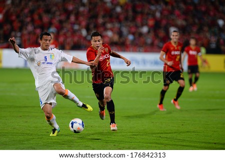 NONTHABURI-FEB 8,Nguyen Van Bien(W) of Hanoi T&T in action during AFC Champions League 2014 between SCG Muangthong utd and Hanoi T&T at SCG Stadium on February8,2014 in Thailand