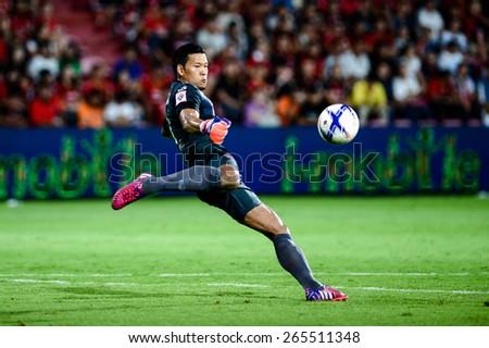 NONTHABURI THAI-Mar 07:Goalkeeper Kawin Thamsatchanan of Muangthong Utd.hit the ball during Thai Premier League  between SCG Muangthong UTD. and Port F.C. at SCG Stadium on March 07,2015 in,Thailand - stock photo