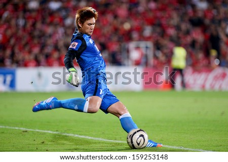 NONTHABURI THAI-OCT20:Goalkeeper Narit Taweekul of  BGFC. hit the ball during  Thai Premier League between SCG Muangthong Utd.and Bangkok Glass FC.at SCG Stadium on OCTOBER20,2013 in,Thailand  - stock photo