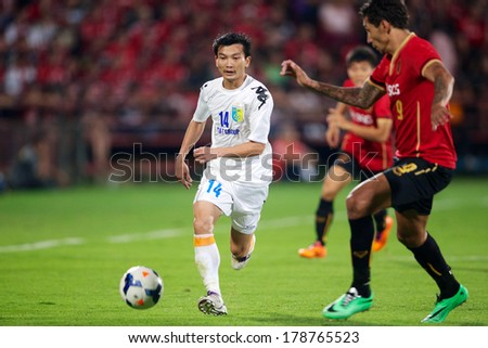NONTHABURI-THAILAND FEB 8: Nguyen Hong Tien (white)of Hanoi T&T in action during the AFC Champions League 2014 between Muangthong utd and Hanoi T&T at SCG Stadium on February 8, 2014 in Thailand.