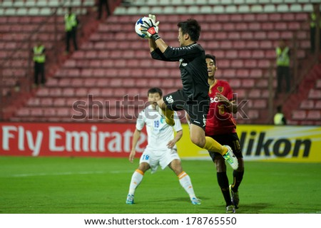 NONTHABURI-THAILAND FEB 8: Nguyen Van Cong (GK) of Hanoi T&T in action during the AFC Champions League 2014 between Muangthong utd and Hanoi T&T at SCG Stadium on February 8, 2014 in Thailand.