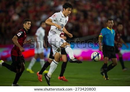 NONTHABURI THAILAND-FEBRUARY 21:	Go Seul-ki (white) of Buriram United in action during Thai Premier League between Muangthong Utd.and Buriram United at SCG Stadium on Feb 21, 2015,Thailand - stock photo
