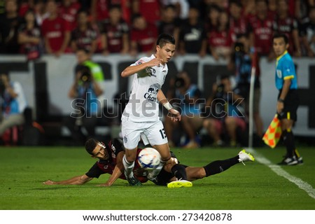 NONTHABURI THAILAND-FEBRUARY 21:	Narubadin Weerawatnodom (white)of Buriram United in action during Thai Premier League between Muangthong Utd.and Buriram United at SCG Stadium on Feb 21, 2015,Thailand - stock photo