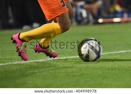 NONTHABURI-THAILAND MAR9:Football player man holding ball in action during Thai Premier League 2016 Muangthong Utd and Bangkok Glass FC at SCG Stadium on March 9,2016 in Nonthaburi,Thailand - stock photo