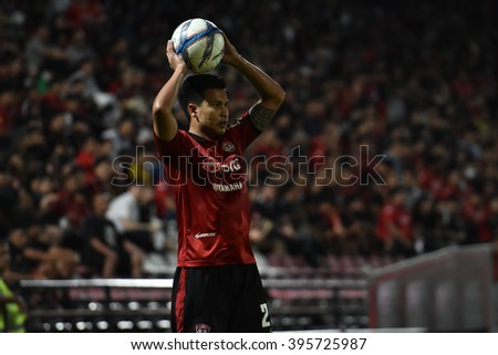 NONTHABURI-THAILAND MAR16:Thitipan Puangchan of Muangthong Utd in action during Thai Premier League 2016 Muangthong Utd and BEC-Tero Sasana at SCG Stadium on March 16,2016 in Nonthaburi,Thailand