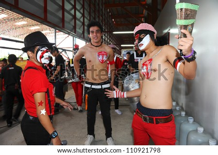 NONTHABURI THAILAND-MAY 27:Unidentified body painting on  SCG  MuangThong utd.supporters before games during Thai Premier League between SCG Muangthong Utd.and Chonburi F.C.on May27,2012 in Thailand