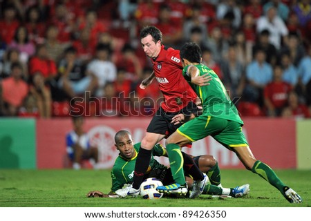 NONTHABURI THAILAND-NOV 22 : ROBBIE FOWLER of Muangthong Utd. in action during Thai Premier League between Muangthong Utd.(R)and Army Utd.(G)on Nov 22,2011 at Yamaha Stadium Nonthaburi,Thailand