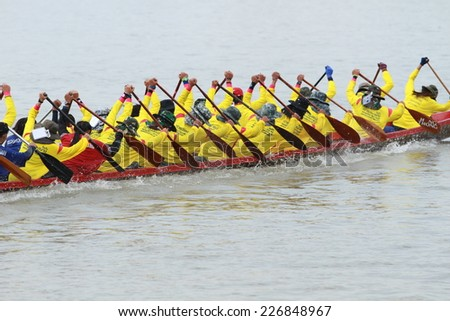 NONTHABURI, THAILAND - OCT 18: Thai long-boat Competition for Royal Championship Cup on October 18, 2014 in Nonthaburi,Thailand