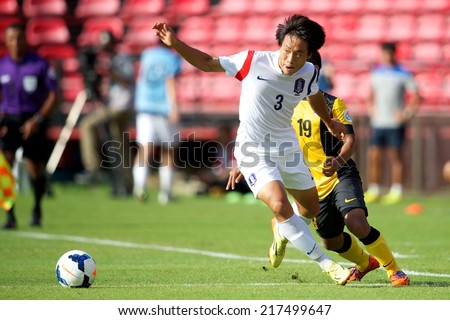 NONTHABURI THAILAND-SEPTEMBER 08:Yun Seoho no.3 of Korea Republic in action during the AFC U-16 Championship Korea Republic and Malaysia at Muangthong Stadium on Sep08,2014,Thailand