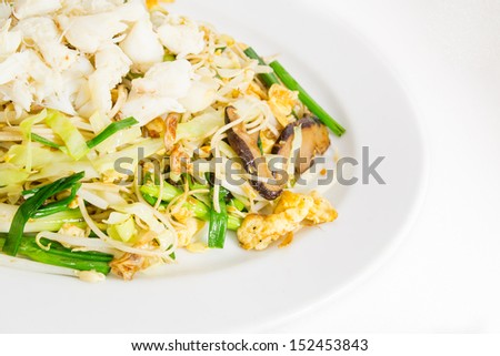 Noodle and crab meat stir fried with vegetable