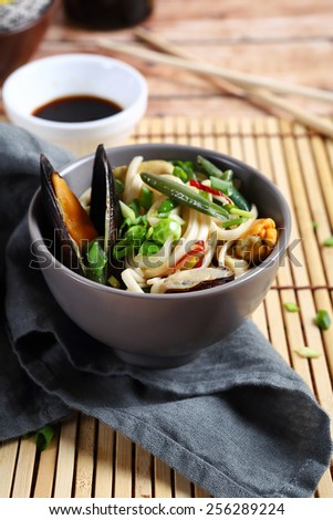 noodles with mussels and vegetables, asian food