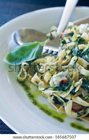 noodles with spinach, gorgonzola and herbs